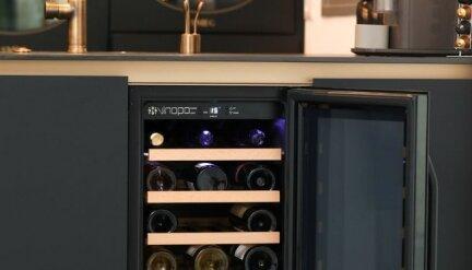 ארון יינות שחור