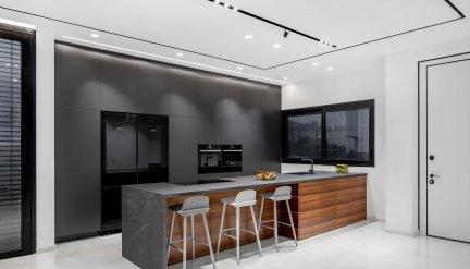 מטבח עץ שחור מודרני