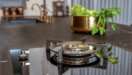 מטבח שחור זהב